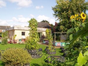 eco-building-at-AMC-Gardens (1)